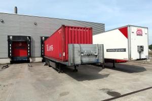 800px-Truck_trailer_loading_dock_-_Flickr_-_Joost_J._Bakker_IJmuiden