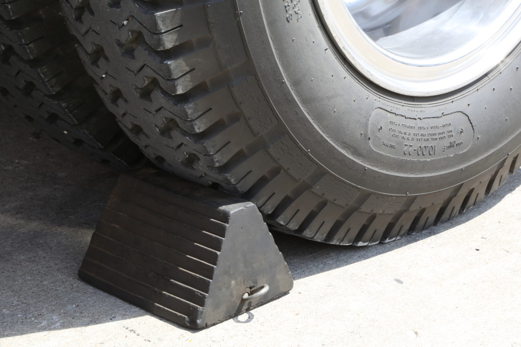 using and choosing wheel chocks