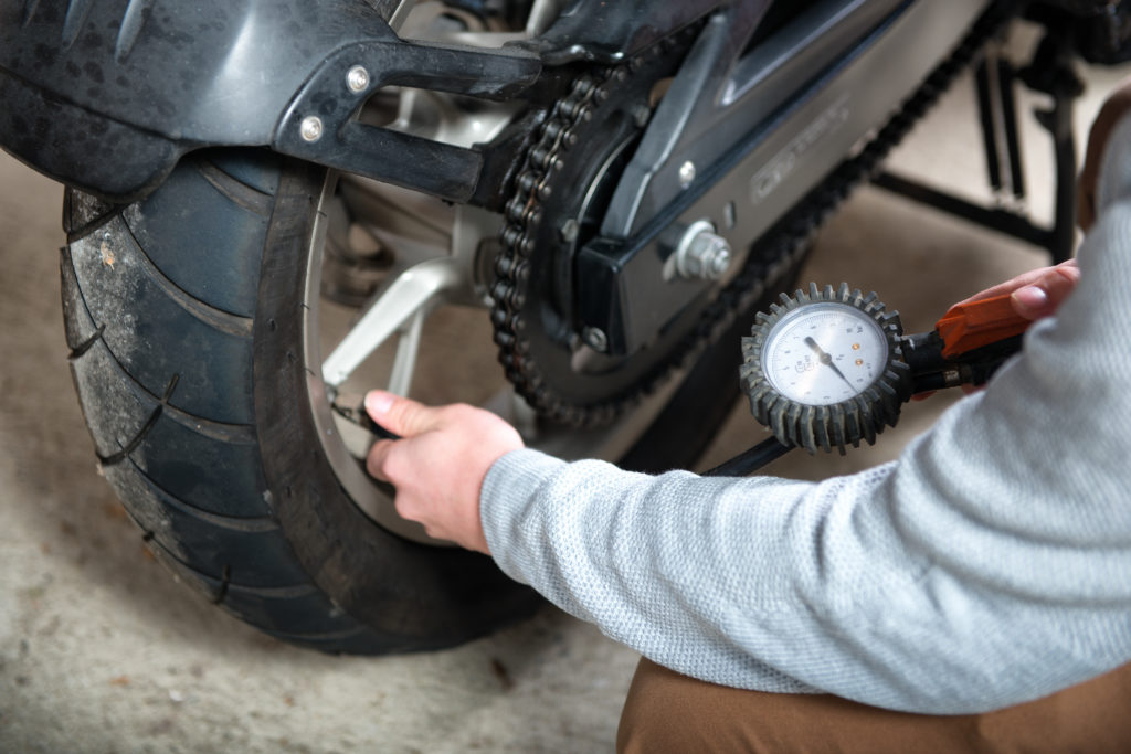 inspecting motorcycle tires by filling in air