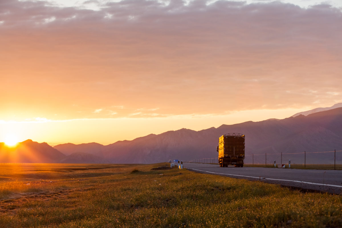 4 Spring Driving Safety Tips for Truck Drivers