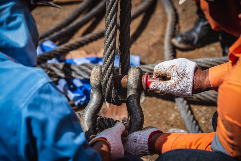 Rigging wire rope and shackle